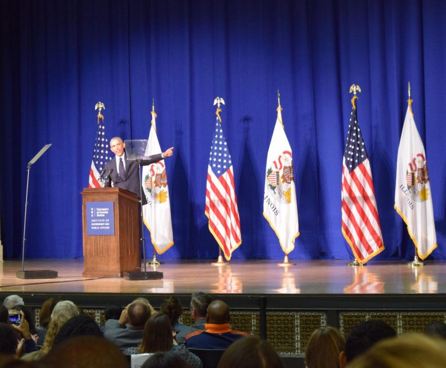 Obama encourages University of Illinois students to vote